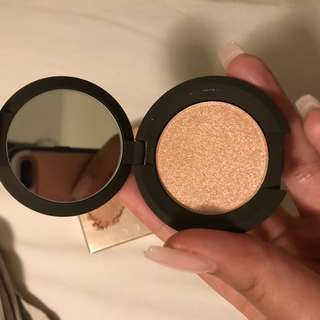 BECCA Champagne Pop (travel sized)