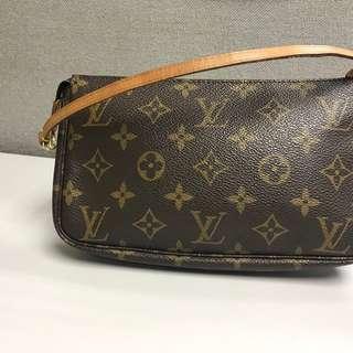 LV Louis Vuitton handbag 經典圖案小手袋