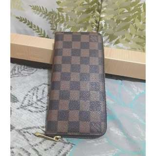Louis Vuitton Zip Round Wallet