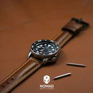 🚚 Premium Oil Waxed Leather Strap in Tan w PVD Black Buckle