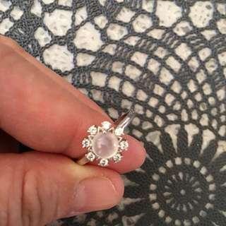 🚚 白翡,925純銀戒指,可調戒圍,旁邊是水晶