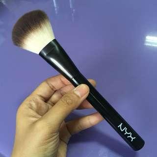NYX Brush no.02 (powder brush)