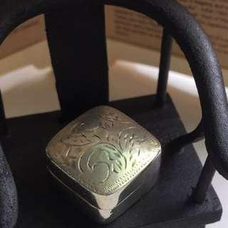 雕刻正方小銀盒