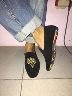 Sepatu cina bludru hitam