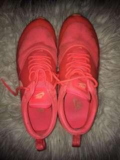 Pink nike Thea's