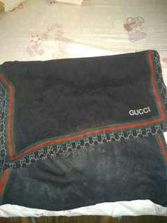 Preloved Gucci scarf authentic pru nakuha po ang tag nya