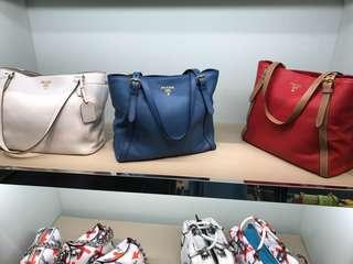 Prada軟牛皮手袋 (藍色)