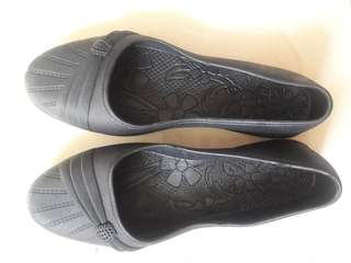 Preloved Sepatu Flat Hitam Jelly Size 39