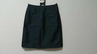 深灰色短裙