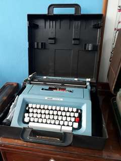 Antique Typewriter . Olivetti studio 46.