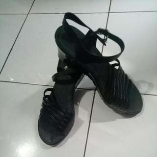 Wedges Jelly Hitam