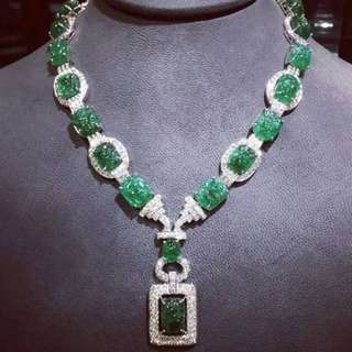 Emerald necklace necklace with carvings