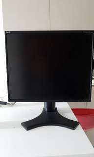 19 inch pc monitor. Cables included.