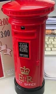 紀念英國政府管治時代的香港郵箱,印有舊日郵政局標誌,收藏佳品