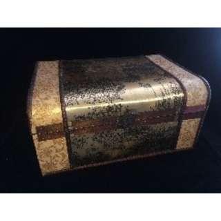 (Rent) Brown Treasure Box
