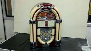 VINTAGE RETRO MINI JUKEBOX DESIGN - AM FM RADIO