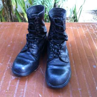 Army leather boots Size 244 to 255 or US7 to US7 1/2.  Very durable and hardy