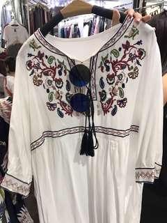 🚚 碎花刺繡洋裝