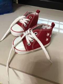 🚚 二手商品👉帆布鞋0-6個月 約11公分 9成新 百搭任何衣服