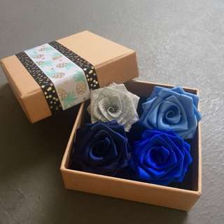 Hari Raya Brooch Set Blue