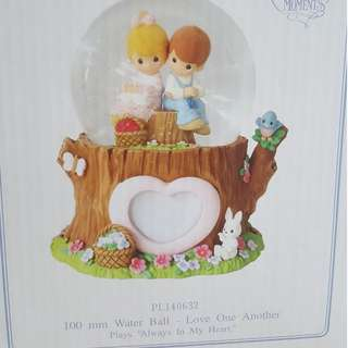 Precious Moments 100ml Musical Waterball/Globe/FIgurine - $54