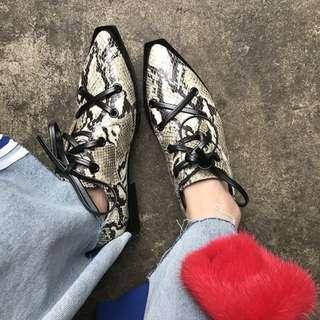 VM 原創2018新款 歐美時尚 綁帶設計 蛇皮紋 真牛皮 尖頭皮鞋紳士鞋