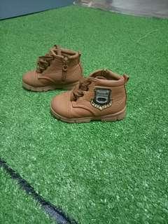 high cut shoe