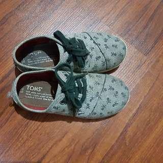 TOMS KIDS SHOES SLIPONS Y12 (fits 5yo)