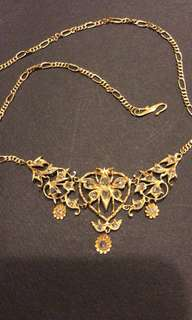 """Vintage 15"""" Gold Necklace inlaid with intan."""