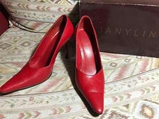 Janylin Red Pumps