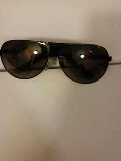 Outdoor牌太陽眼鏡。  男女都可以。  購自Aeon.  灰色鏡片。  95% 新。
