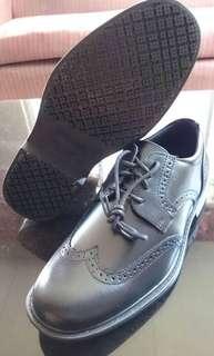 Safe step black leather shoes