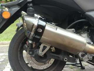 R&G exhaust protector EP0008BK installed on Yamaha Xmax 300