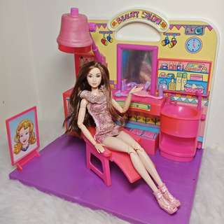Barbie playset salon