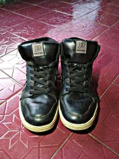 Sepatu Sneakers Precise
