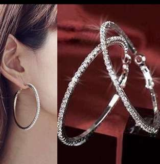 Dangle Earrings in plated white gold
