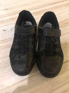 Sepatu sekolah skechers