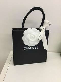 Chanel 小紙袋連絲帶