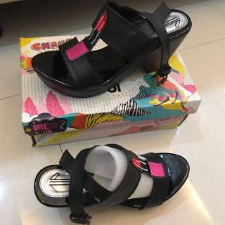 UP Shoes Ariana Lipstick (black) / wedges hitam