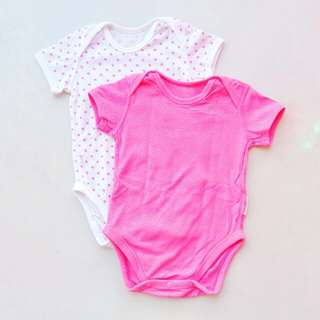 UNIQLO 2 PC SET SHORT SLEEVE MESH BODYSUIT ONESIE ROMPER SIZE 12 MONTHS TO 18 MONTHS (PINK WHITE POLKA DOT)
