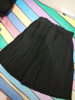 Electric pleated skirt - black