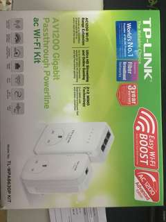TP-link WPA 8630P KIT AV1200 Gigabit Passthrough Powerline ac WiFi Kit
