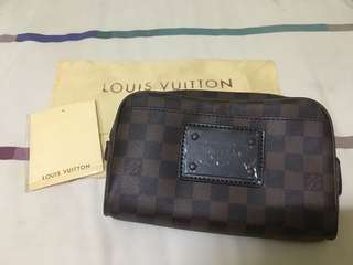 LV Damier body/belt bag