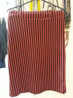 Rok span garis merah hitam