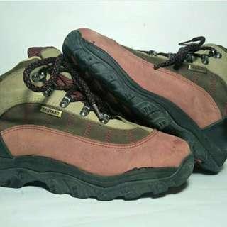 Sepatu gunung ( sanyaro)