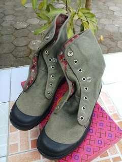 Palladium boots original