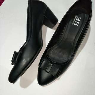 office black shoes,  1 1/2 inch heel lp380 👍