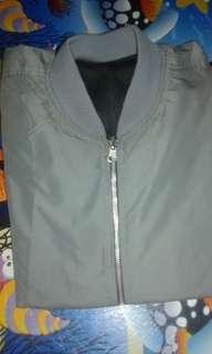 Jual jacket Bomber size M.warna abu abu. Gk prnh d.pake