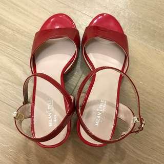 漆皮紅色涼鞋