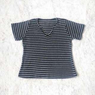 Rib knit striped v-neck crop top